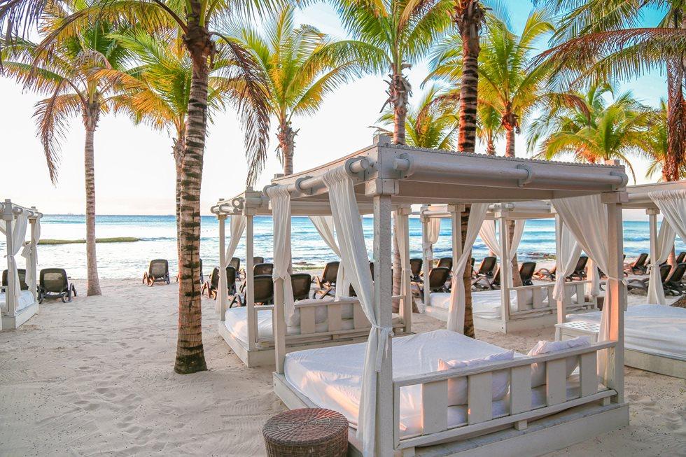 Sandos-Caracol-Eco-Beach-003.jpg?width=980