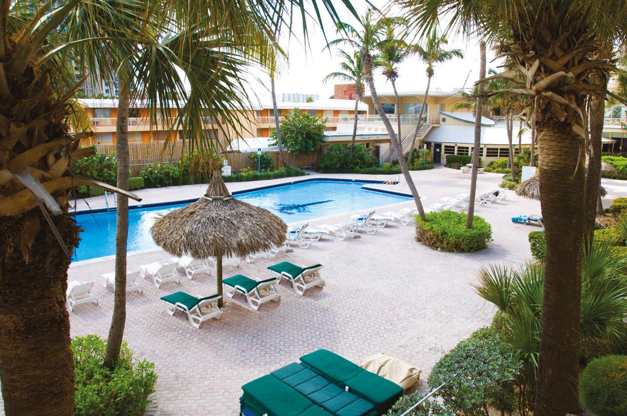 Days Hotel Thunderbird