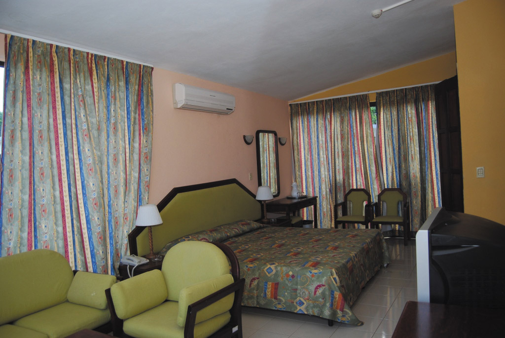 Club-Amigo-Atlantico-Guardalavaca-Bungalow-Room-002-2Bedroom-Suite-Bungalow.jpg?height=auto