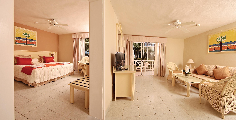 wcm.transat.com/getmedia/833ff9e7-6696-41dd-a058-326815ca5bd5/Grand-Bahia-Principe-San-Juan-Room-002-1Bedroom-Master-Suite.jpg?height=auto