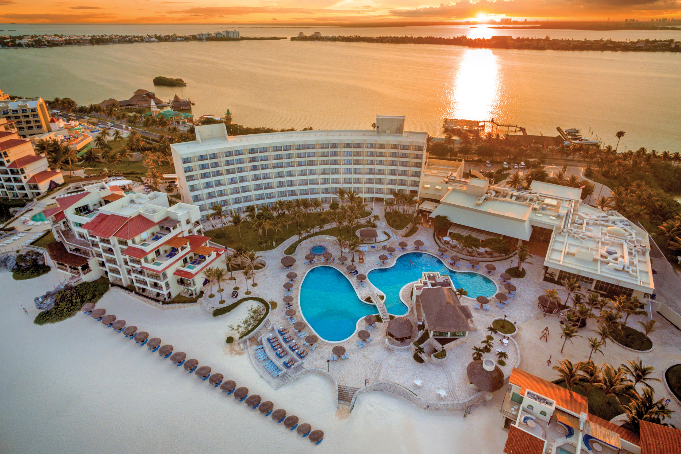 Grand Park Royal Luxury Resort Cancun  Cancun  Transat